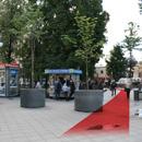 Слева от выхода ст.м.Новокузнецкая — фонтан «Адам и Ева»